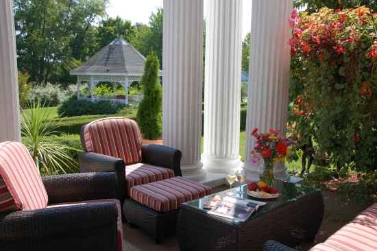 Clark, Pensilvania: Veranda overlooking the gazebo and gardens