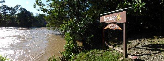 Liana Lodge : Rio Arajuno and entrance to Lodge