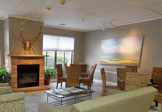 Great Falls Inn by Riversage: Lobby and Breakfast Seating