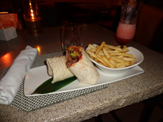 Paynes Bay, Barbados: Dinner, Steak Wrap and a side of fries with a Banana & Strawberry Smoothie