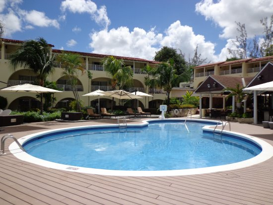 Paynes Bay, Barbados: Heat Resistant Pool Deck infront of the 246 Restaurant & Bar