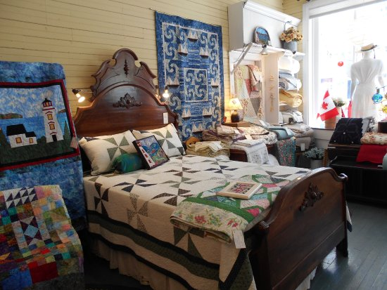 Murray River, Canadá: Some of our beautiful quilts.