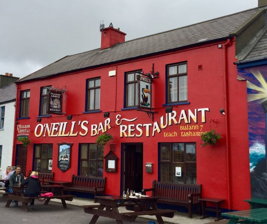 Allihies, Ireland: This is easy to find...just look for the bright red facade.