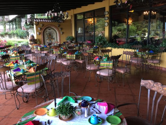 Hotel Atitlan: Cool, colorful dining area