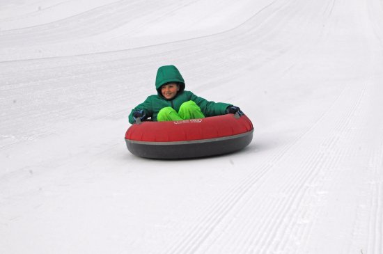 Madison, Nueva Hampshire: Snowtubing down the Pine Meadows Snowtubing Park
