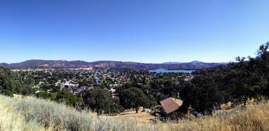 Clearlake Oaks, CA: vista point on the road to the winery