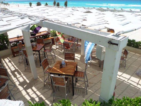 Hugo Makes Great Drinks In The Aqua Club Picture Of Live Aqua Beach Resort Cancun Cancun
