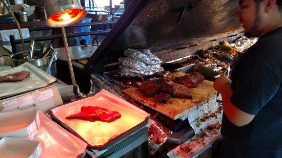 โรอาโนค, เท็กซัส: Weighing the Beef