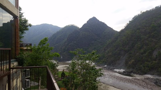 Singthali Village, India: View of Ganges from backside of restaurant on property
