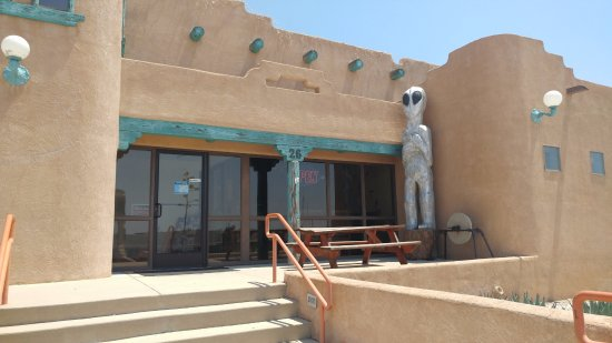 Whites City, NM: Front Entrance to Cactus Café