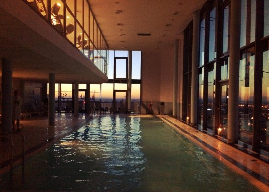 InterContinental Warszawa: Swimming pool at sunset
