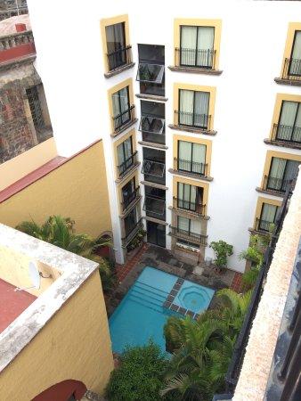 Hotel de Mendoza: Very nice pool area.