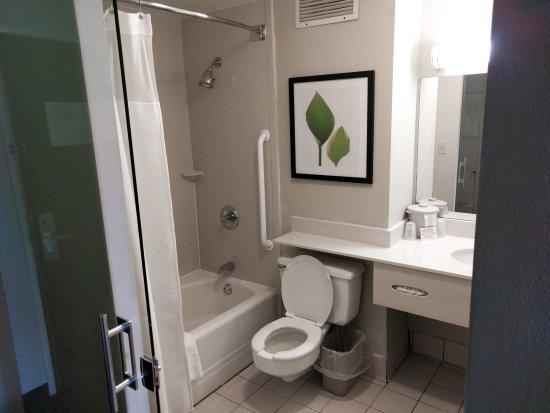 ADA Bathroom | Charleston Capitol Hotel