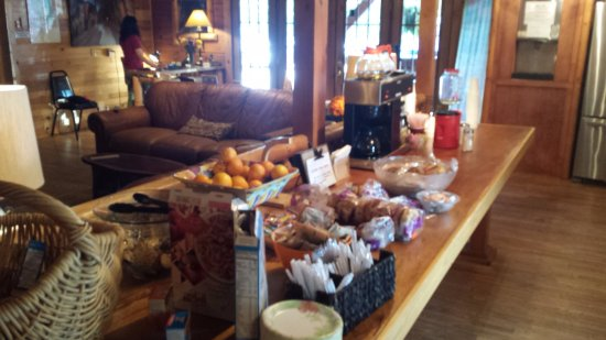Campton, KY: Free continental breakfast every morning