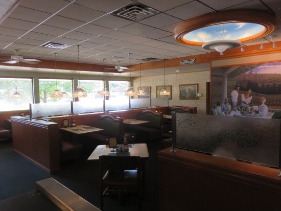 Large dining area can accommodate big groups picture of for Restaurants for big groups