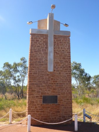 Tennant Creek, Austrália: Large Obelisk in Memory of John Flynn
