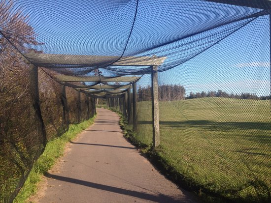 Rodd Crowbush Golf & Beach Resort: Pathway from golf course to the beach