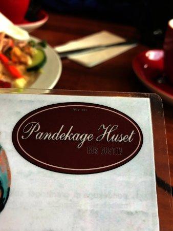Pandekagehuset: A big plate of average.