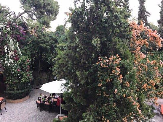 Palmyra Beach Hotel: Hotel's patio / bar area
