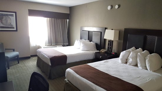 Double Queen Guestroom | Charleston Plaza Hotel