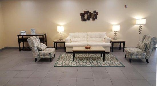 Lobby Seating Area | Charleston Plaza Hotel