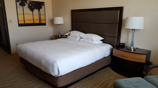 DoubleTree by Hilton Hotel San Diego - Mission Valley: King Bed