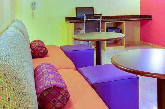 La Quinta Inn Waldorf: BusinessCenter