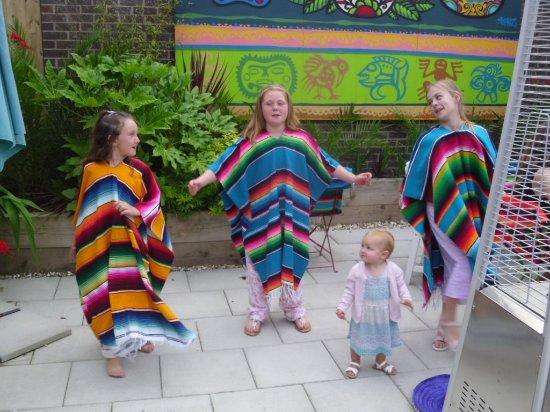 Poulton Le Fylde, UK : The Grandchildren enjoying the outside surroundings!
