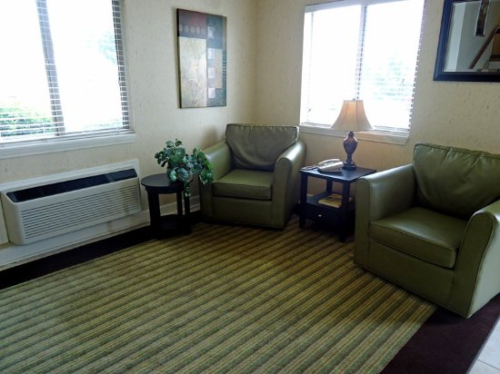 Extended Stay America - Greensboro - Wendover Ave. : Lobby and Guest Check-in