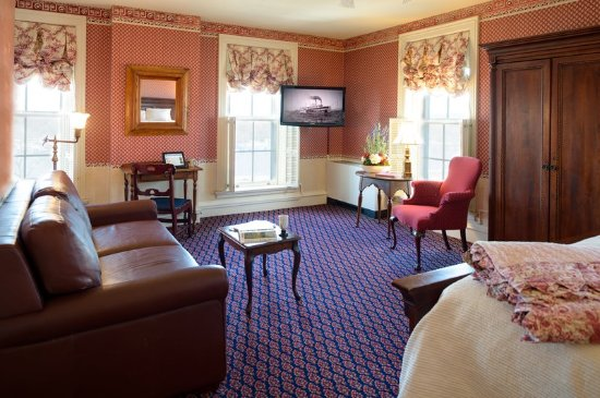 St. James Hotel, Est. 1875: Premium Queen Guest Room