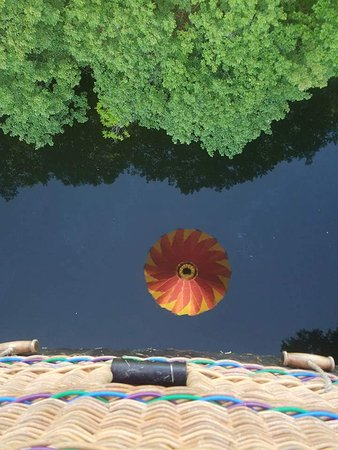 Quechee, VT: Looking in water and seeing balloon reflection