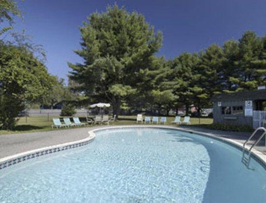 Travelodge Great Barrington Berkshires: Pool