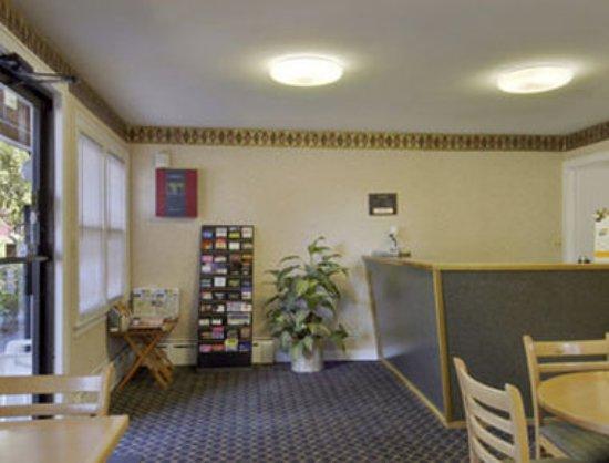 Travelodge Great Barrington Berkshires: Lobby