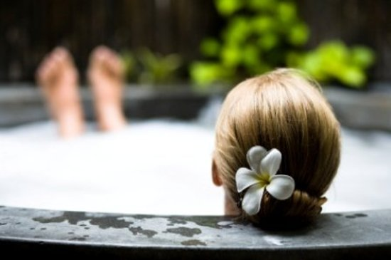 Sycamore Mineral Springs Resort and Spa: Woman Relaxing In Jacuzzi