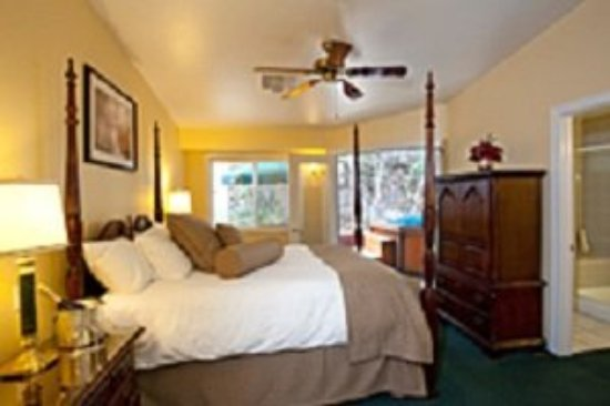 Sycamore Mineral Springs Resort and Spa: Stay Guestroom Queen Suites