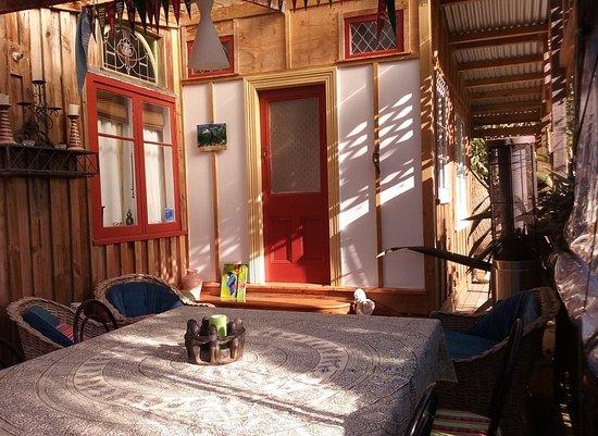 Whanganui, New Zealand: Covered dining deck on Ruru Lodge