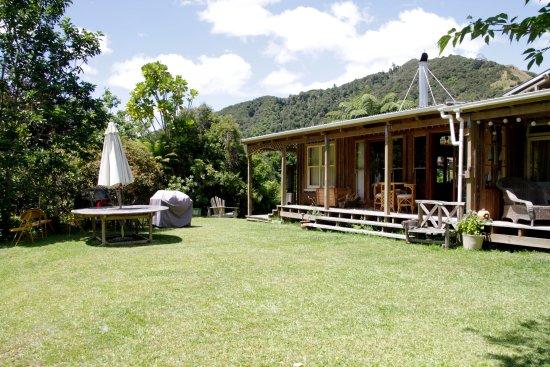 Whanganui, New Zealand: Ruru Lodge back garden