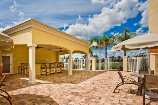 Holiday Inn Express Hotel & Suites Port St. Lucie West: Guest Patio