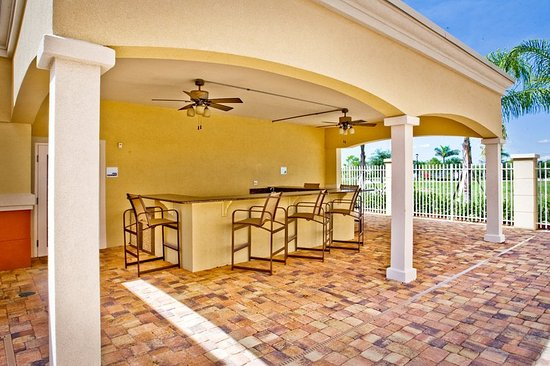 Holiday Inn Express Hotel & Suites Port St. Lucie West: Cabana Area