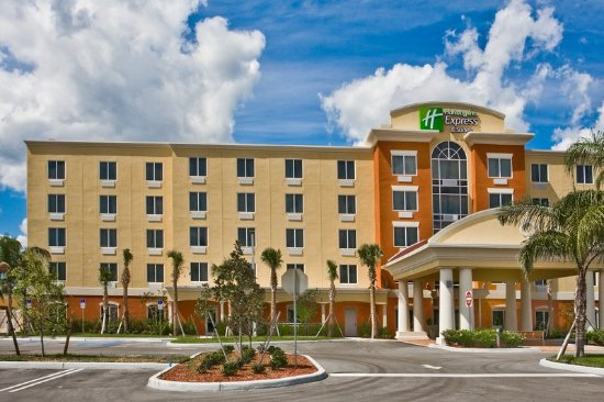 Holiday Inn Express Hotel & Suites Port St. Lucie West: Hotel Exterior