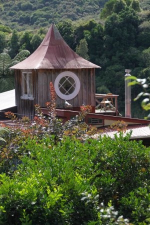 Whanganui, New Zealand: Ruru Lodge, turret bedroom with roof terrace overlooking river