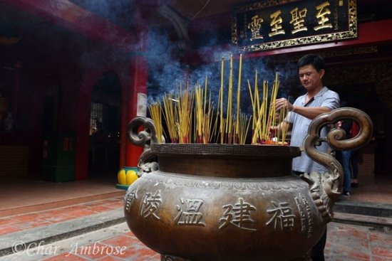 Vietnam Photo Adventures: Quan Am Pagoda worshiper