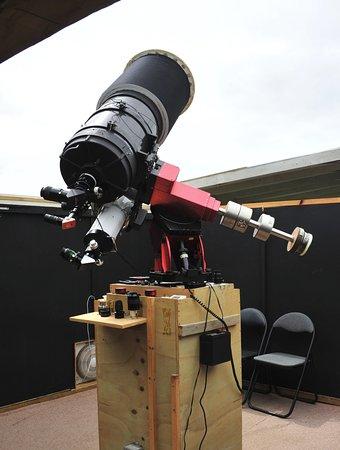 Geraldine, Nueva Zelanda: Photo shows the 14 inch, six inch and 4 inch telescopes ready for work.