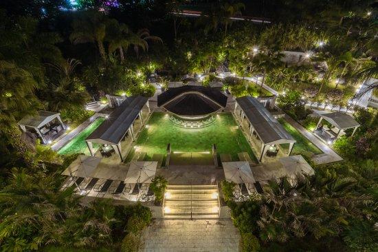 The Royal Corin Thermal Water Spa & Resort: Pool at night