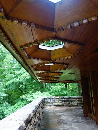 Chalk Hill, PA: Note the skylights along the pleasing porch