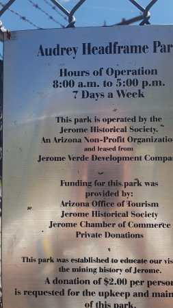 Jerome, AZ: Hours and signage