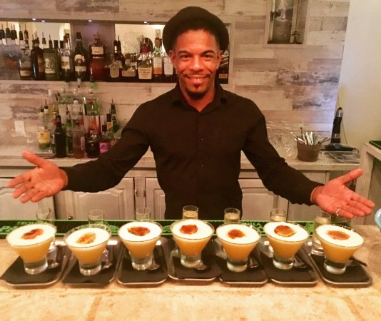 Cupecoy Bay, Saint-Martin : Dimitri our Mixology Wizard