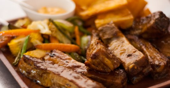 Nuevo Arenal, كوستاريكا: San Luis Ribs and yucca fries