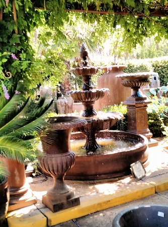 Rocklin, Καλιφόρνια: If you want a fountain, you will find one you love here.