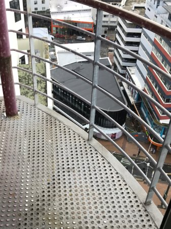 Mercure Wellington Central City Hotel and Apartments: Dodgy balcony